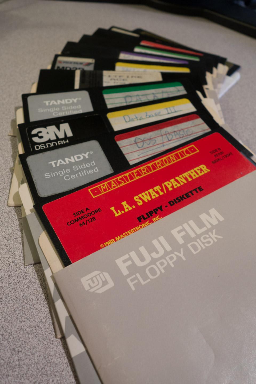 Atari-XE-Game-System-XEGS-Floppy-Diskettes-01299-23